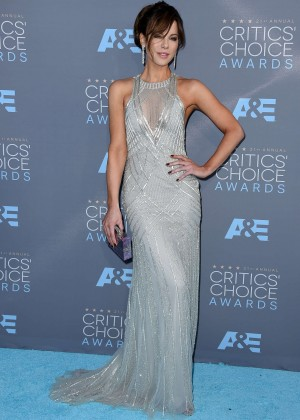 kate-beckinsale-2016-critics-choice-awards-01-300x420