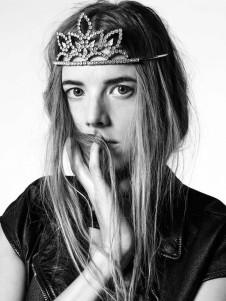 tiara-saint-laurent-spring-2016-178323-1448953032-promo-640x0c
