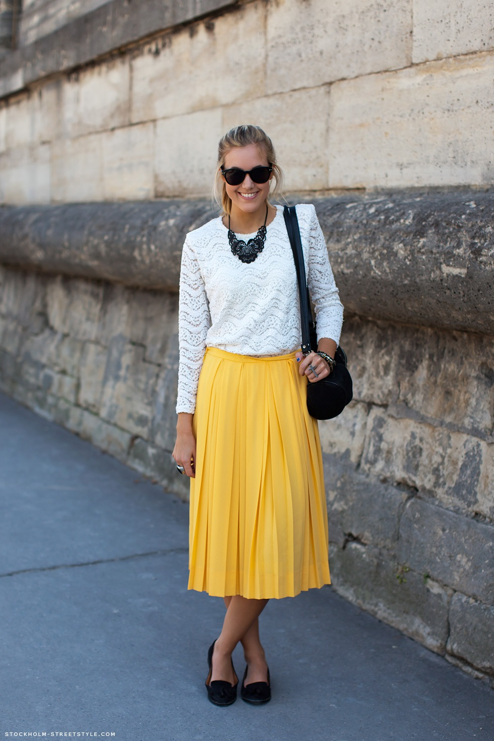 5c7589fe1c pleated-midi-skirt-street-style-1 – Glam Meets Girl