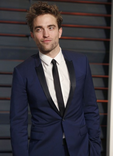 robert-pattinson-style-picture-midnight-blue-suit-800x1100