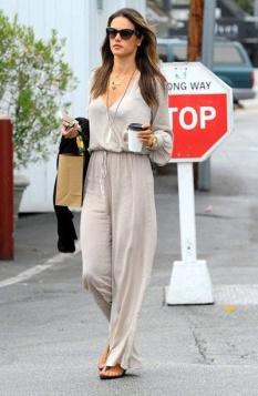 jumpsuit-spring-trend-retro-style-alessandra-ambrosio