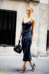 slip-on-black-dress-streetstyle-copy